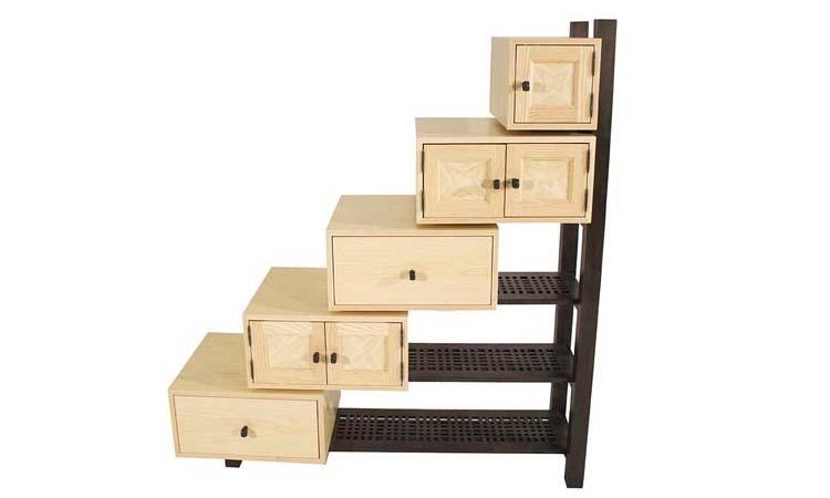 A stepped shelving unit