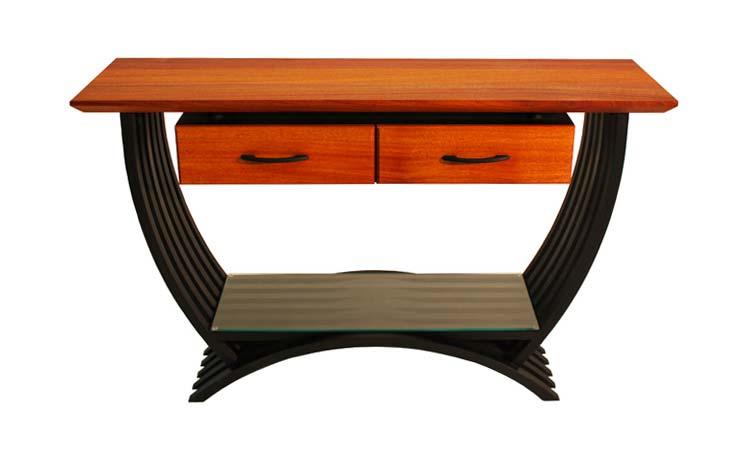 A curvy table